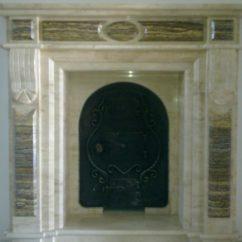 Камин из мрамора с железной дверцей