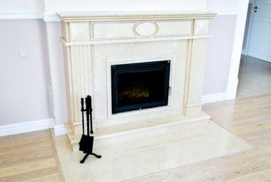 Мраморный белый камин